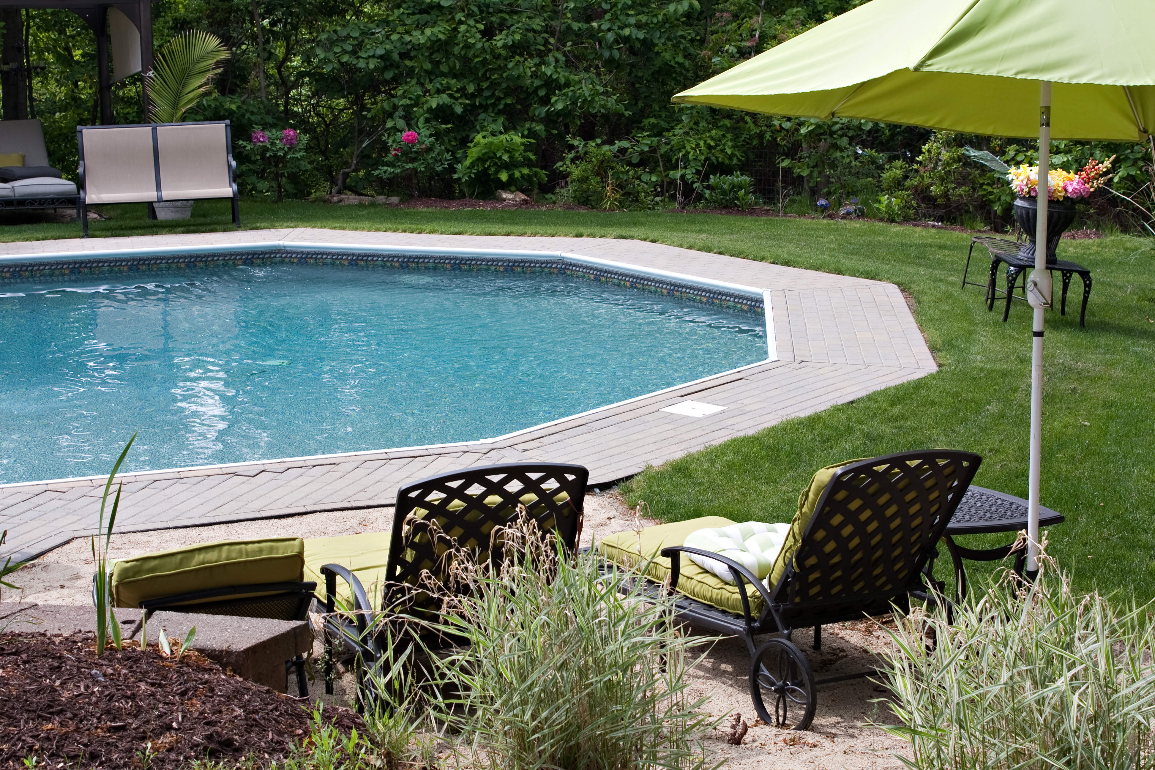 how much does a pool increase home value, does a pool add value to a home appraisal, does a swimming pool devalue a house, does an inground pool increase property taxes, raise value